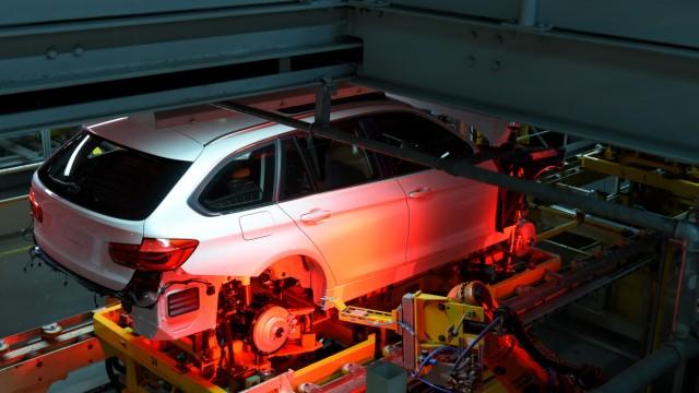Autoproduktion im BMW Werk München, 2016