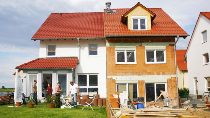 Nachbarn mit gemeinsamer Wand · Warum ein Doppelhaus bauen?