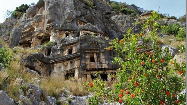 Der Weitwanderweg im Südwesten der Türkei heißt auf türkisch: Lik-Ya-Yolu, er führt von Fethiye nach Antalya rund 500 km, meist entlang der Küste des antiken Lykiens