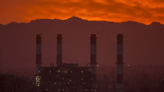 NOAA Report Shows Carbon Dioxide Levels In Atmosphere Reached Record High Last Year