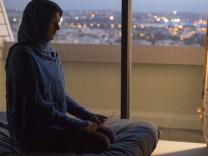 """Das Teeniezimmer bleibt gleicht, doch die Bewohnerin Mélanie (Naomi Amarger) hat sich in dem Film """"Der Himmel wird warten"""" verändert."""
