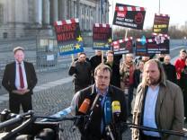 Protest der Grünen gegen Maut-Gesetz
