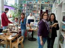 Mitarbeiter der Bücherkiste im Laden, Aschenbrennerstr. 8