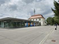 Neubiberg, Bahnhof, Bahnhofsplatz soll umgestaltet werden