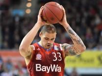 Maik ZIRBES FCB Aktion Einzelbild angeschnittenes Einzelmotiv Halbfigur halbe Figur Basketball 1; Basketball