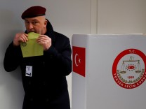 Turkish voters cast their ballots on the constitutional referendum
