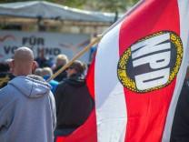 Sachsen will NPD-Mitgliedern Waffen abnehmen