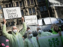 Umweltaktivisten demonstrieren für saubere Luft in München, 2017