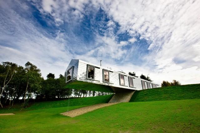 The Balancing Barn -- (PR Material bezogen über living-architecture.co.uk)