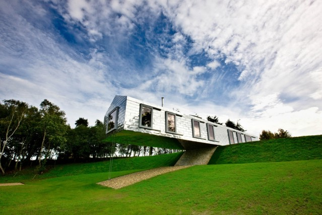 The Balancing Barn -- (PR Material bezogen über living-architecture.co.uk)