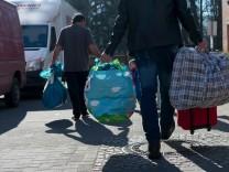 Flüchtlinge verlassen Unterkünfte von Berlin Castle