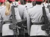 DEU Deutschland Bundeswehr Soldatinnen bei der Bundeswehr Frauen in Uniform