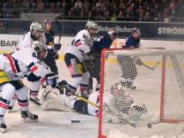 Eishockey DEL Play Off Halbfinale  EHC Red Bull Muenchen-Eisbaeren Berlin