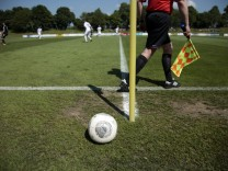 Garching: FUSSBALL Bayernliga Süd / Relegation - VfR Garching v SV Raisting