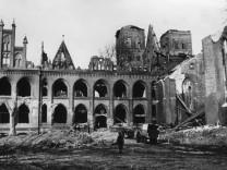 BombenschâÄ°den an Dommuseum und Dom in L¸beck, 1942