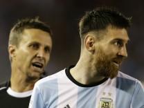 Lionel Messi, Emerson Augusto de Carvalho