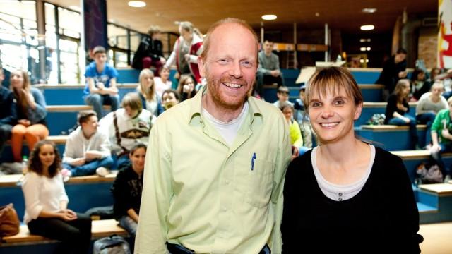 Steffi Höcherl und Michael Blum mit Schülern des COG (Carl-Orff-Gymnasium) Unterschleißheim