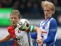l r Dirk Kurt of Feyenoord Morten Thorsby of sc Heerenveenduring the Dutch Eredivisie match betwe