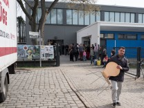 Letzte Berliner Flüchtlinge ziehen aus Turnhalle aus