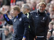 Liverpool manager Juergen Klopp and Everton manager Ronald Koeman clash as fourth official Martin Atkinson looks on