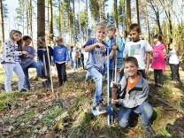 Wörthsee, Grundschule Baumpflanzaktion