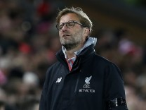 Liverpool manager Juergen Klopp looks dejected