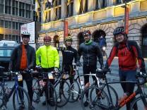 Radfahrergruppe um Sebastian Herrmann (l.) bei der Amateurausgabe der Flandernrundfahrt
