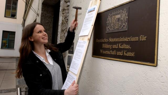 Süddeutsche Zeitung München Protest vor dem Kultusministerium