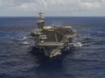 The aircraft carrier USS Carl Vinson (CVN 70) transits the Pacific Ocean