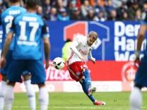 HAMBURG Aaron Hunt Hamburg schiesst das 1 0 waehrend des Fussball Bundesliga Spiel Hamburger Vere
