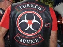 """Motorradclub """"MC Turkos"""" demonstriert in München gegen Waffenlieferungen an Kurden, 2014"""