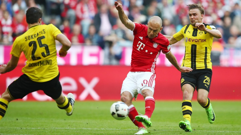 Bayern Munich's Arjen Robben shoots at goal