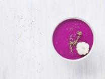 Bowl of dragon fruit smoothie on light ground PUBLICATIONxINxGERxSUIxAUTxHUNxONLY KNTF000207