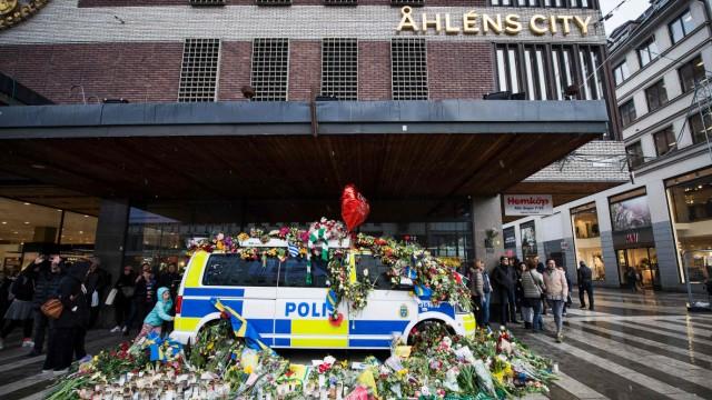 Blumen in Stockholm nach dem Anschlag eines IS-nahen Attentäters.