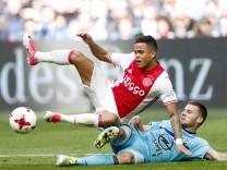 L R Justin Kluivert of Ajax Bart Nieuwkoop of Feyenoordduring the Dutch Eredivisie match between