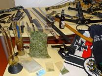 """Waffenarsenal bei ´Reichsbürger"""" beschlagnahmt"""