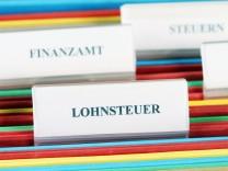 Symbolbild Lohnsteuer PUBLICATIONxINxGERxSUIxAUTxHUNxONLY 1065502660