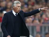 Bayern Munich coach Carlo Ancelotti  gestures