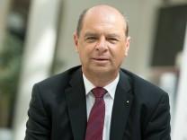 Georg Simbeck, Filialleiter bei der Stadtsparkasse in der Innenstadt