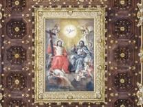 Vergoldete Kassettendecke Detail GemâÄ°lde der Dreifaltigkeit Lecceser Barock auch salentinischer