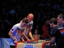 Marvin Velasco Hannover links vorn und Jörg Harms Oldenburg dahinter gewannen bei der Tischfußba