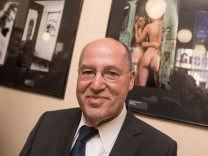 Nacktfotos im Wahlkreisbüro von Gregor Gysi (Die Linke)