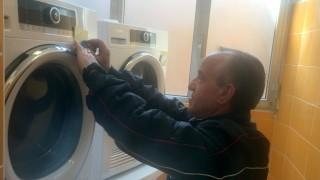 Päpstliche Waschmaschinen für Obdachlose