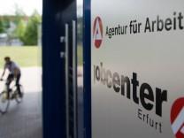 Beamtenbund fordert gleiche Bezahlung in Jobcentern