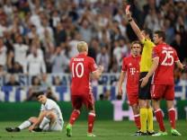 Bayern München gegen Real Madrid: Bayern-Spieler Arturo Vidal sieht im Viertelfinale der Champions League 2017 die rote Karte.