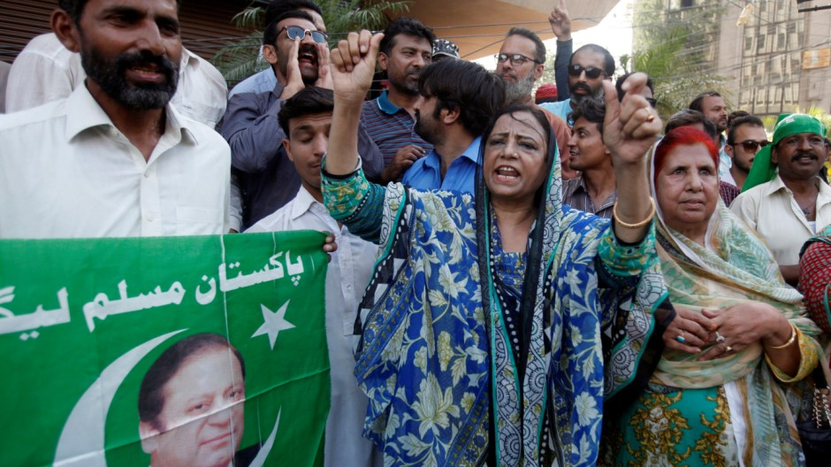 ?Supporters of Pakistan's Prime Minister Nawaz Sharif ?chant slogans following Pakistan's Supreme CourtâÄÖs decision on a case related to Panama Papers leaks, in ?Karachi