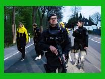 ***BESTPIX***Borussia Dortmund Bus Explosion Injures One