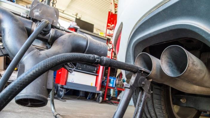Abgasuntersuchung Dieselmotor VW Golf