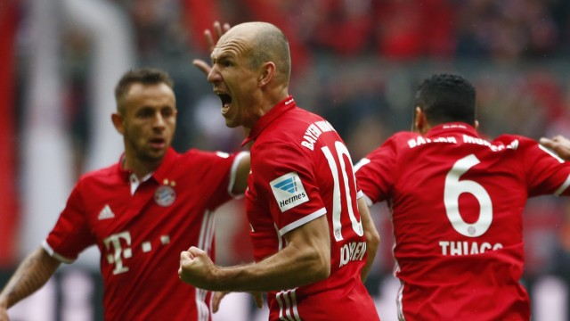 Bayern Munich's Thiago Alcantara celebrates scoring their second goal with Arjen Robben