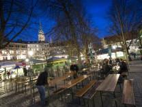 Biergarten am Viktualienmarkt bei Nacht